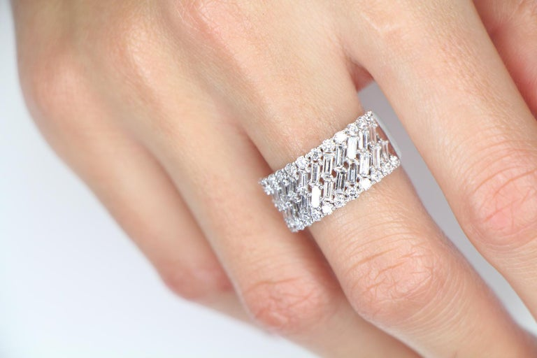 Modern 1.57 Carat White Gold Round and Baguette Diamond Ring Weighing Bridal Rings For Sale