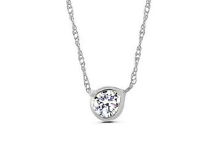 White Gold Three Graduating Diamond Bezel-Set Necklace Pendant In New Condition For Sale In New York, NY