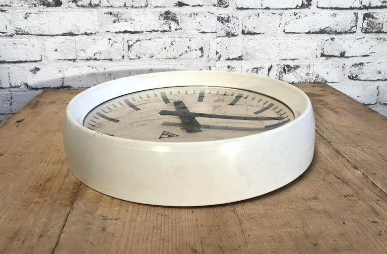 20th Century White Industrial Bakelite Factory Wall Clock from Pragotron, 1960s For Sale