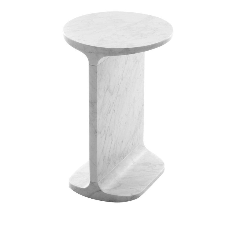 Round side table, in white Carrara marble, matte polished finish also available in black Marquina marble, matte polished finish.
