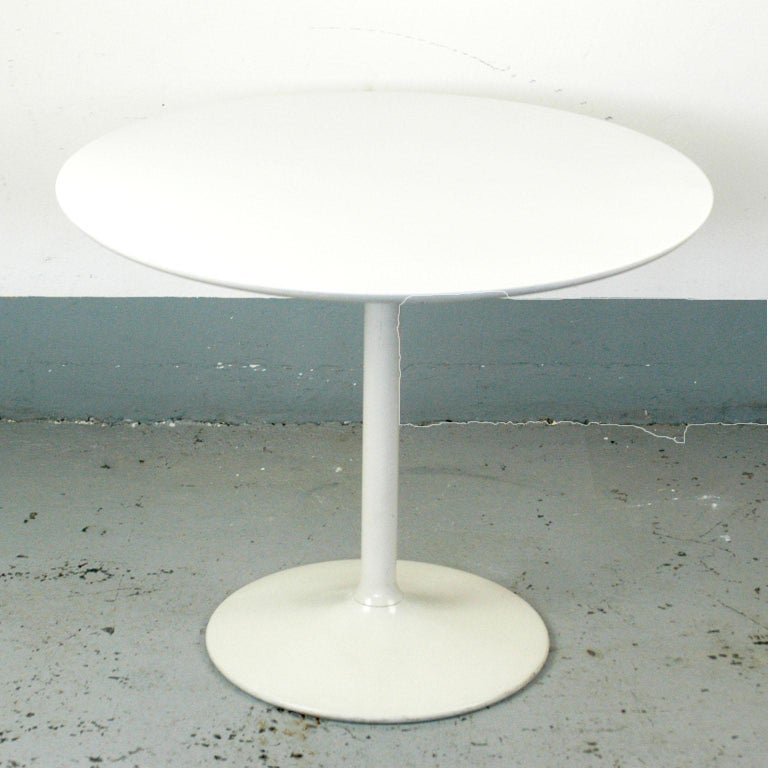 Space Age White Lacquered German 1960s Tulip Coffee Table by Opal For Sale