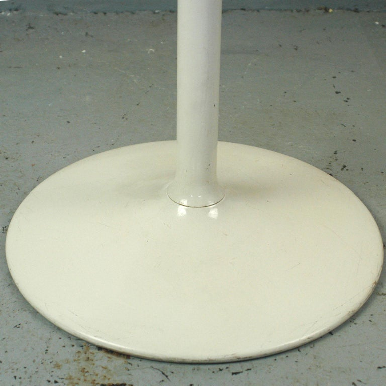 White Lacquered German 1960s Tulip Coffee Table by Opal In Good Condition For Sale In Vienna, AT
