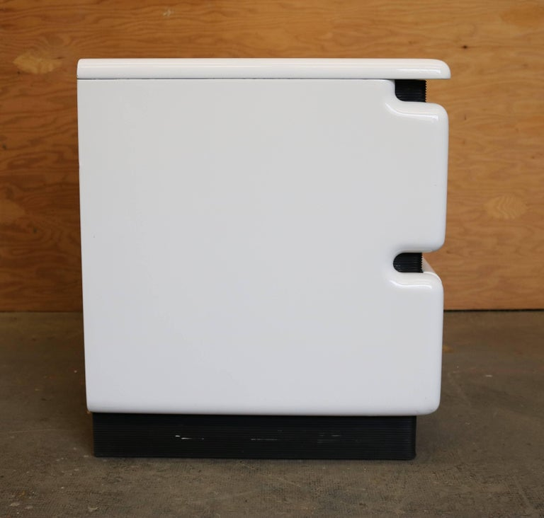 Mid-Century Modern White Lacquered Nightstands by Rougier, Pair For Sale