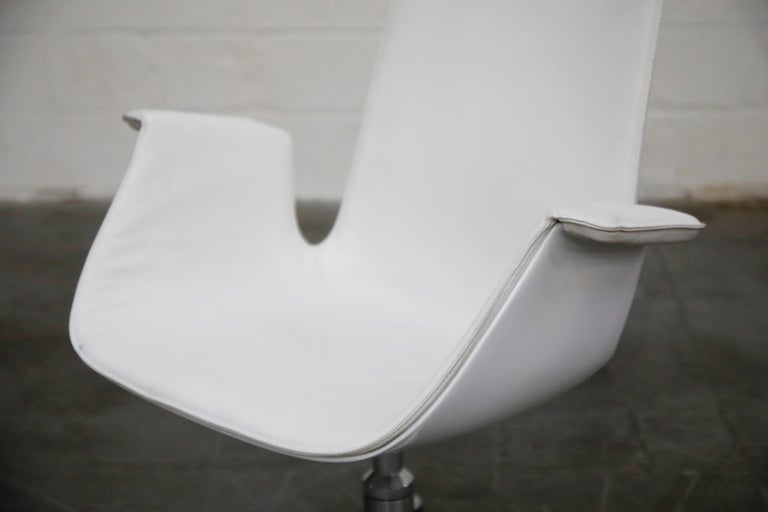 White Leather 'Bird' Swivel Chair by Preben Fabricius & Jørgen Kastholm, Signed For Sale 6
