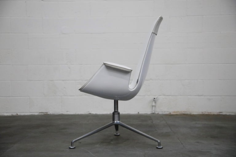 White Leather 'Bird' Swivel Chair by Preben Fabricius & Jørgen Kastholm, Signed In Excellent Condition For Sale In Los Angeles, CA