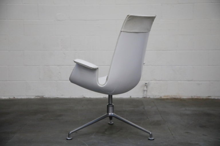 Mid-20th Century White Leather 'Bird' Swivel Chair by Preben Fabricius & Jørgen Kastholm, Signed For Sale