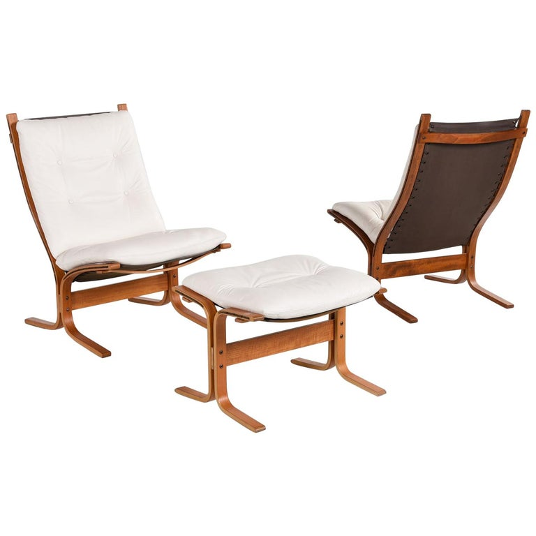 Enjoyable White Leather Siesta Lounge Chairs And Ottoman By Ekornes Of Evergreenethics Interior Chair Design Evergreenethicsorg