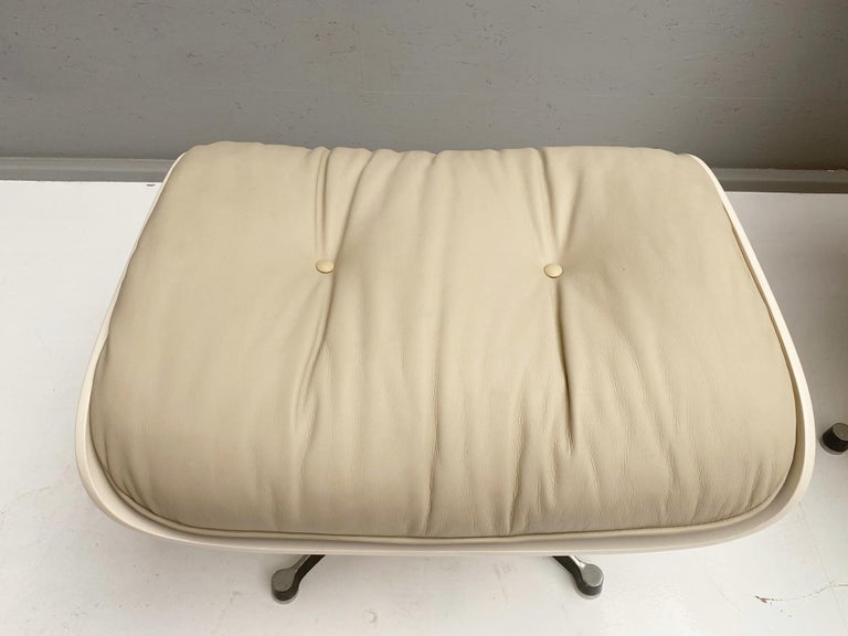 White Lounge Chair and Ottoman in Style of Charles and Ray Eames For Sale 2