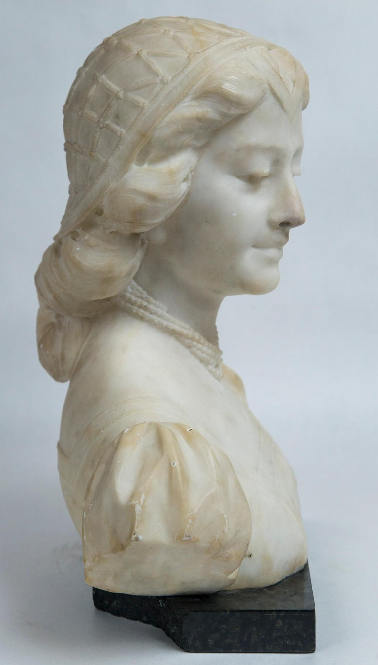White Marble Bust of a Young Woman In Good Condition For Sale In Woodbury, CT
