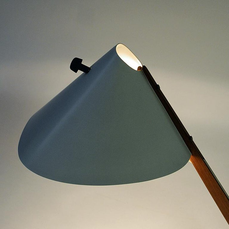 White Metal and Teak Table Lamp B54, Hans Agne Jakobsson, 1950s, Sweden In Good Condition For Sale In Stockholm, SE