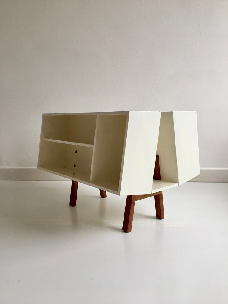 Mid-Century Modern White Midcentury 'Isokon' Bookcase / Coffee Table by Ernest Race, England, 1962 For Sale