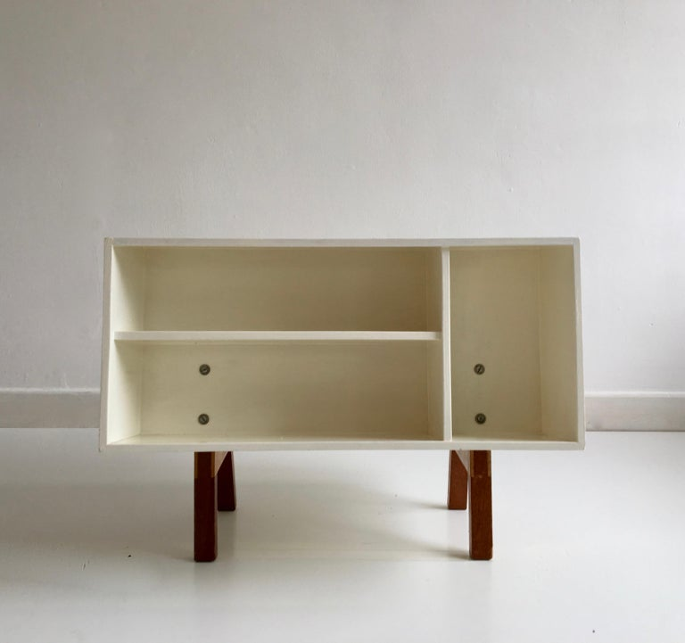 English White Midcentury 'Isokon' Bookcase / Coffee Table by Ernest Race, England, 1962 For Sale