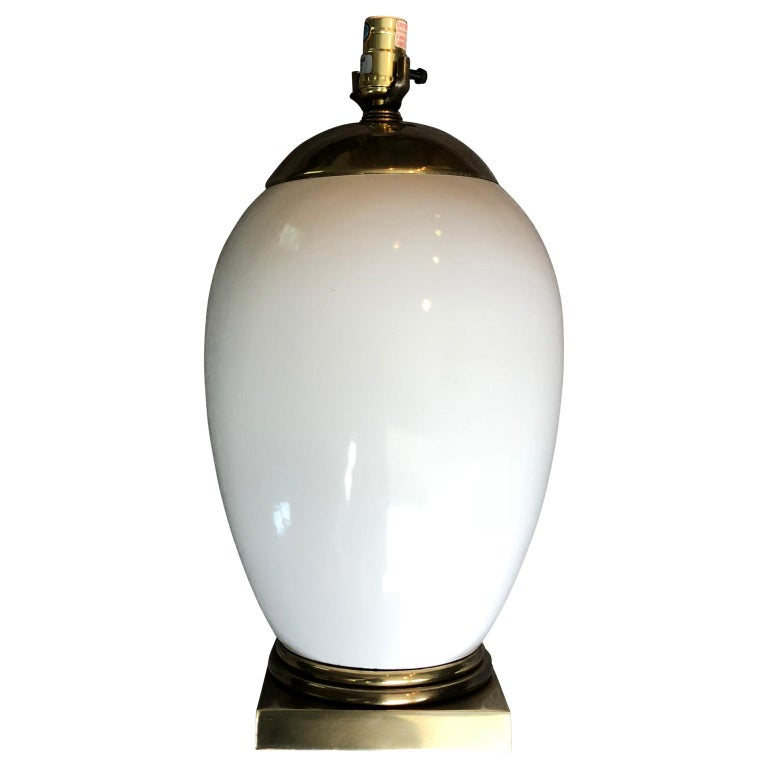 White Mid-Century Modern Ellipse Shaped Brass and Enamel Table Lamp In Good Condition For Sale In Haddonfield, NJ