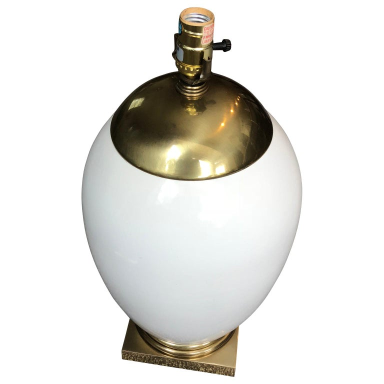 20th Century White Mid-Century Modern Ellipse Shaped Brass and Enamel Table Lamp For Sale