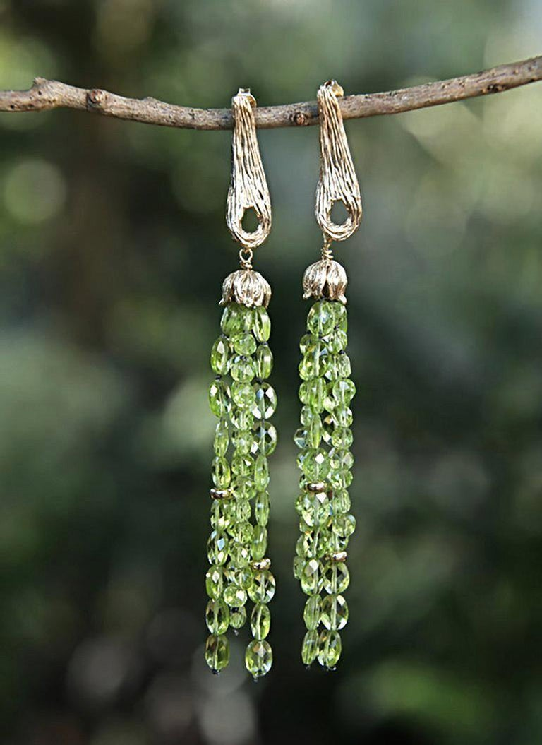 Contemporary White Orchid Studio Drop Earrings of Yellow Gold and Peridot For Sale