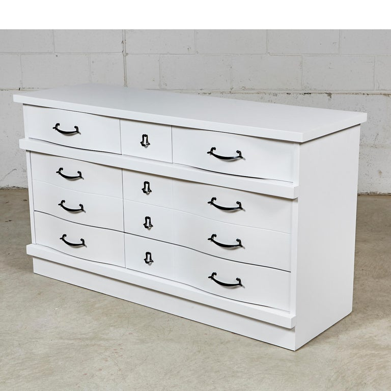 White Painted Dresser, 1960s In Good Condition For Sale In Amherst, NH