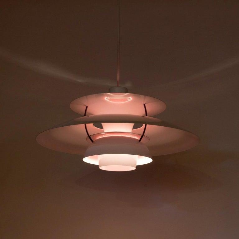 White PH5 Pendant Light by Louis Poulsen, Denmark In Good Condition For Sale In Berkhamsted, GB