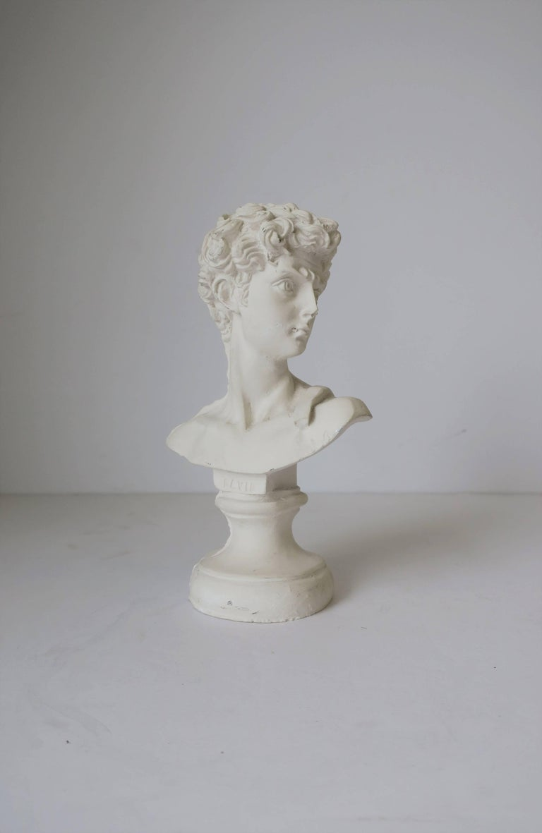 White Plaster Classic Roman Style Bust Sculpture of the David In Good Condition For Sale In New York, NY