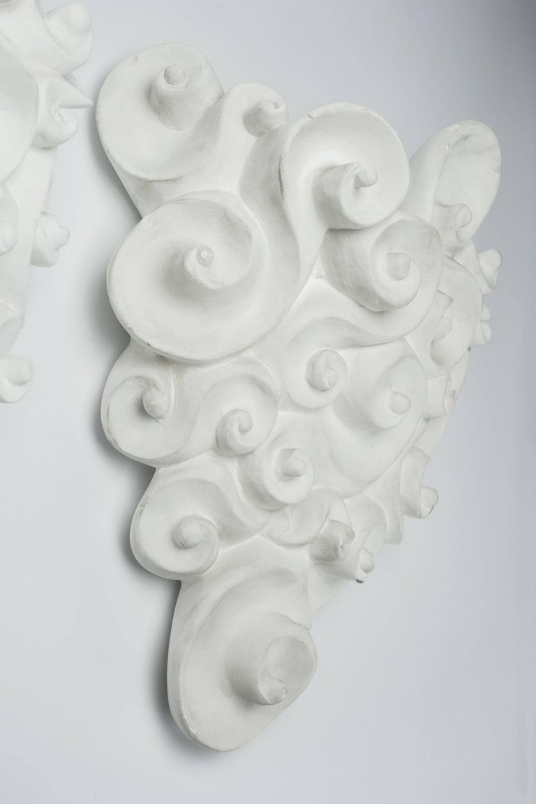 White Plaster Wall Jardinière by Jean Boggio for Les Héritiers, France, 1990s In Good Condition For Sale In Chicago, IL