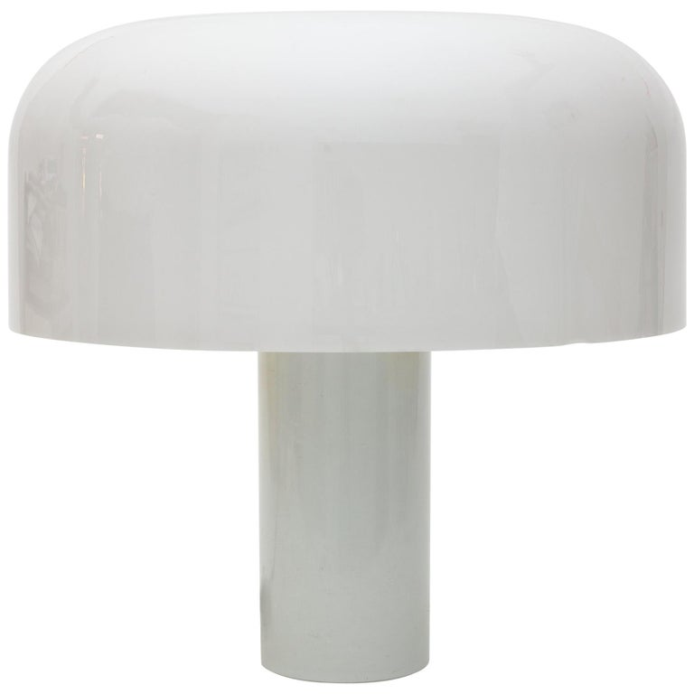 White Plexi-Glass Table Lamp by Luigi Massoni for Guzzini, 1969 For Sale