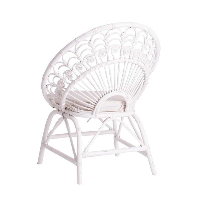 Sculptural and gorgeous rattan and wicker peacock design armchair. Vintage style with patina effect and a Bohemian chic look!