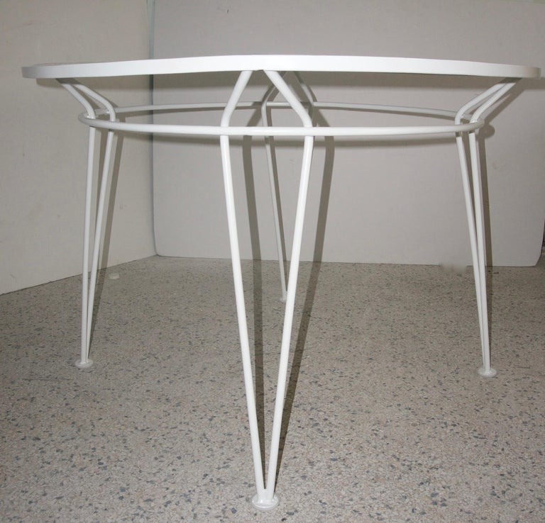 Mid-Century Modern White Round Patio Dining Table For Sale