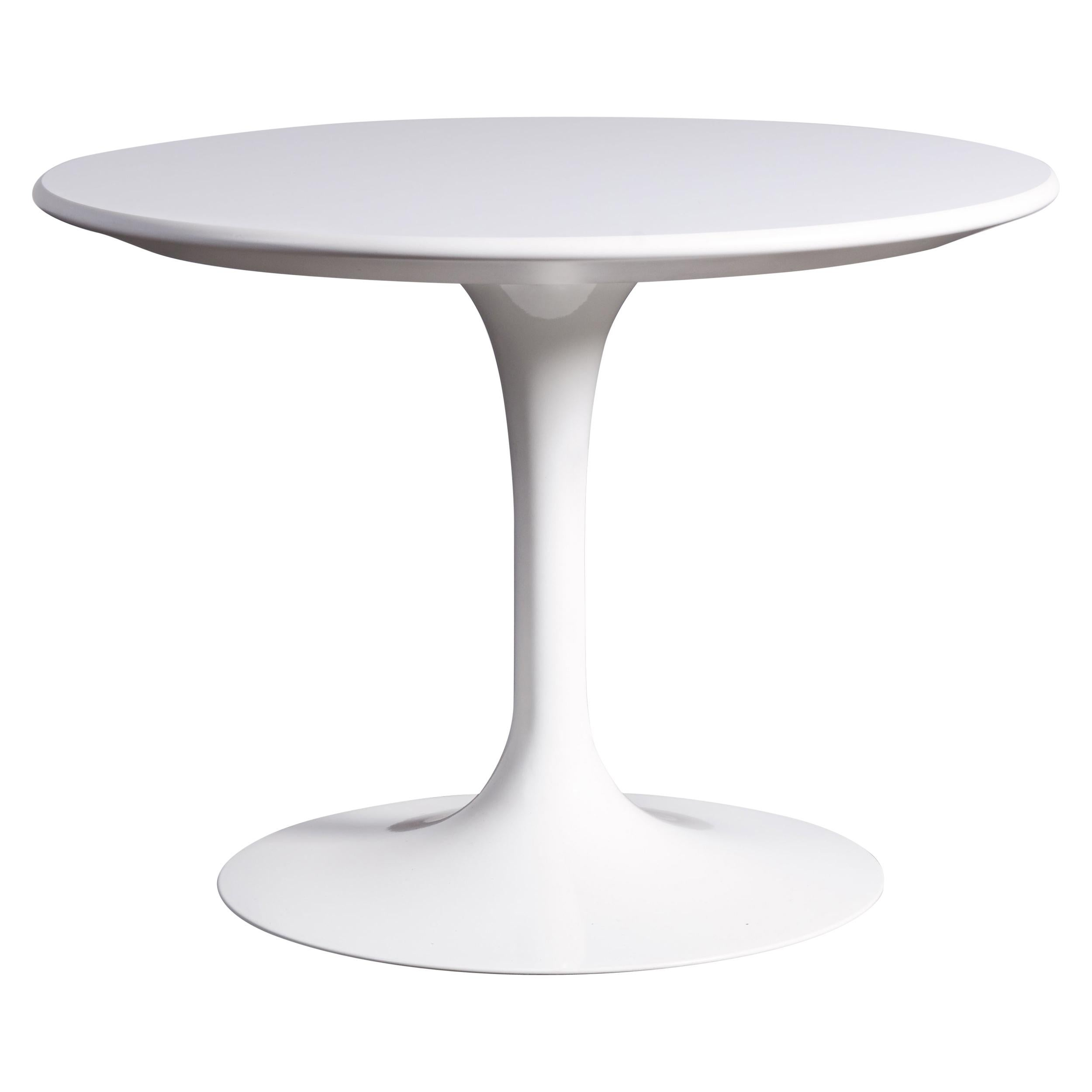 White Saarinen Tulip Side Table for Knoll, Rare Low Profile, Signed