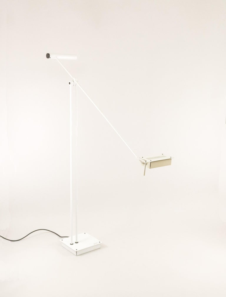 White Samurai is an impressive floor lamp by Japanese designer Sigheaki Asahara for Italian lighting manufacturer Stillovo. The height of this halogen floor lamp is adjustable with a maximum height of 2 meters. The dimmer is subtly incorporated in