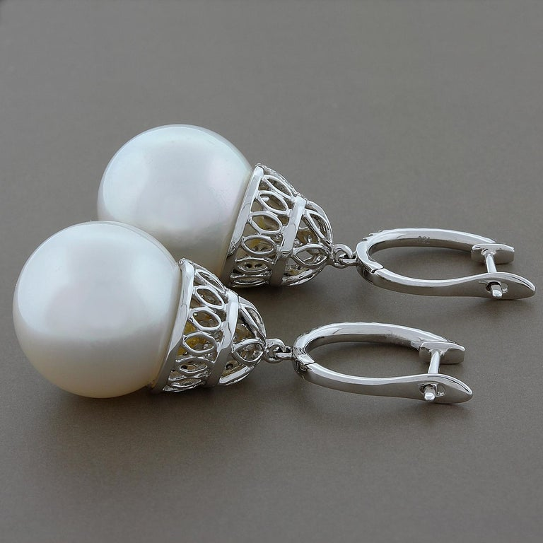 White South Sea Pearl Diamond Gold Drop Earrings In New Condition For Sale In Beverly Hills, CA