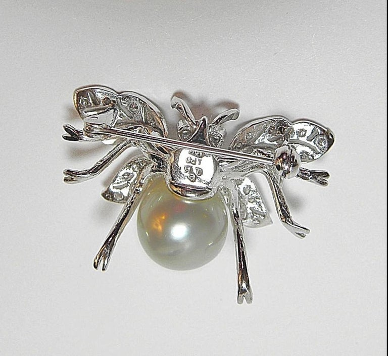 White South Sea Pearl Diamond White Gold Bumble Bee Brooch Pin 18 Karat In New Condition For Sale In Brunswick, ME