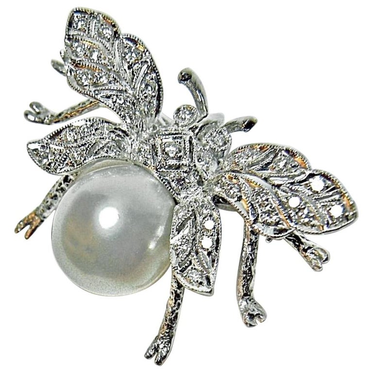 White South Sea Pearl Diamond White Gold Bumble Bee Brooch Pin 18 Karat For Sale