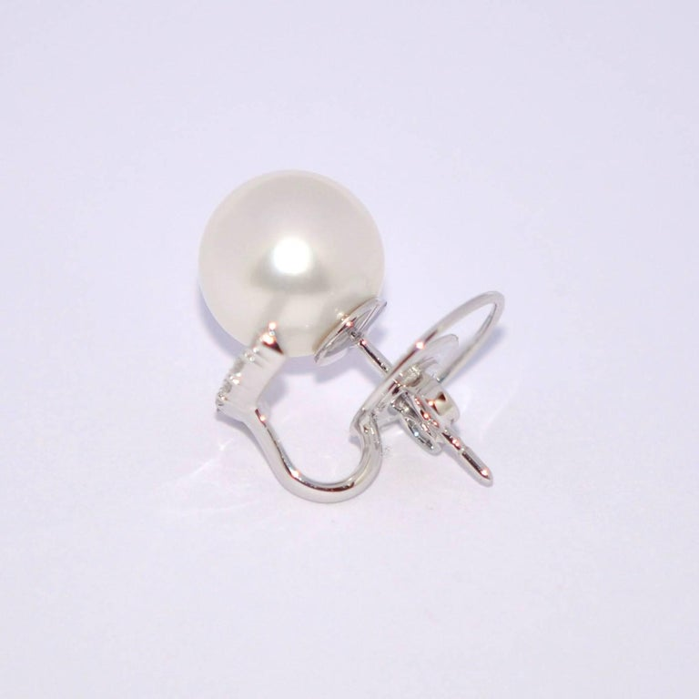 White South Sea Pearl Diamonds G/VS Carat 0.43 18 Karat White Gold Earrings For Sale 1