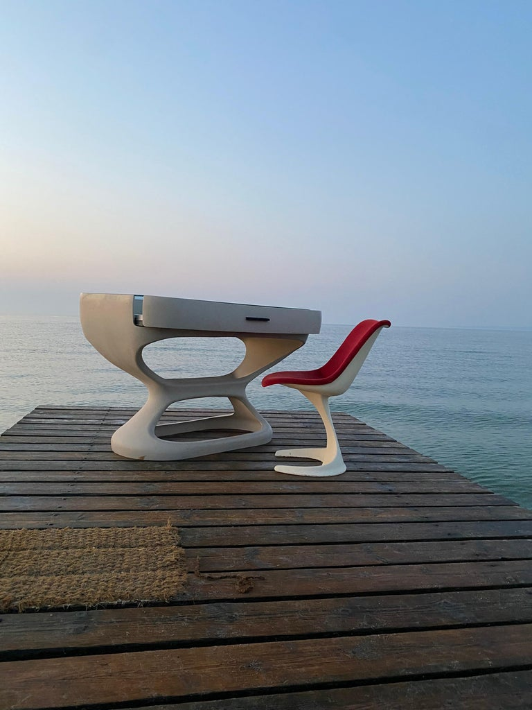 White Space Age Desk Made in Italy, 1970s For Sale 7