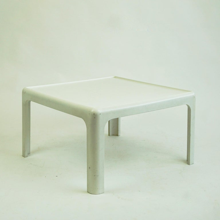 White Space Age Plastic Coffee Table by Peter Ghyczy for Horn Collection Germany In Good Condition For Sale In Vienna, AT