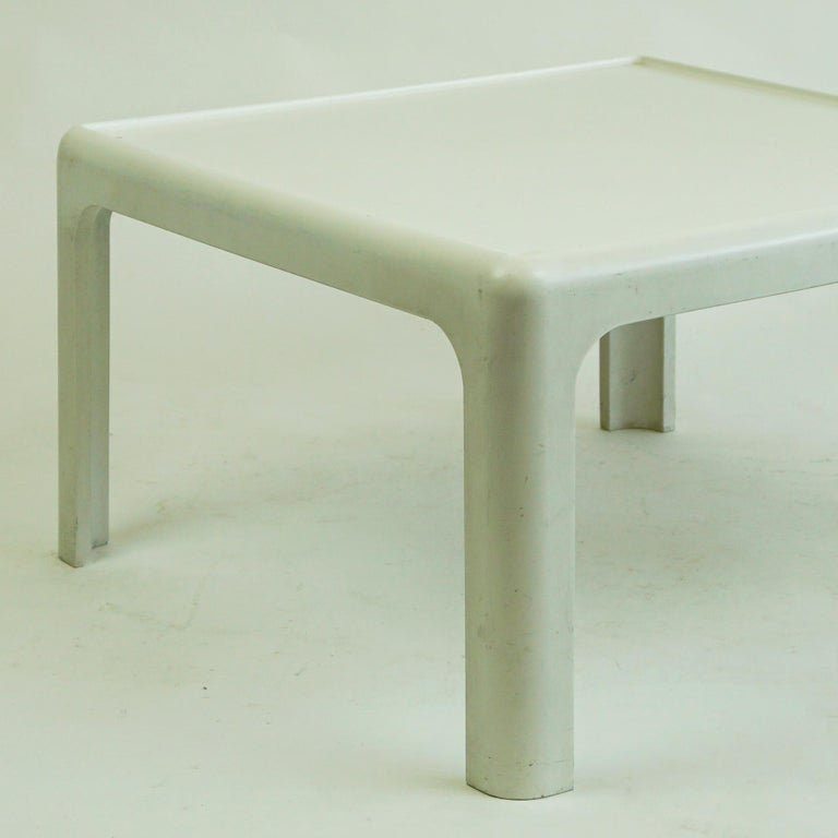 Late 20th Century White Space Age Plastic Coffee Table by Peter Ghyczy for Horn Collection Germany For Sale