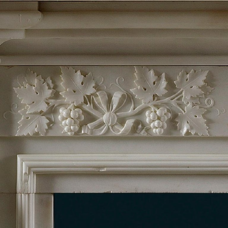 White Statuary Marble Regency Fireplace Mantel In Good Condition For Sale In London, GB