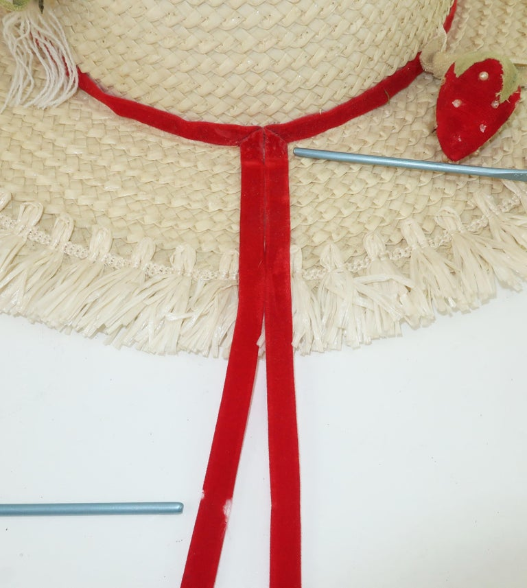 White Straw Raffia Trim Novelty Hat With Strawberries, 1950's For Sale 5