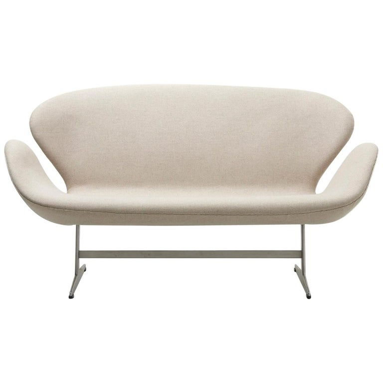 white swan sofa by arne jacobsen for fritz hansen denmark for sale at 1stdibs