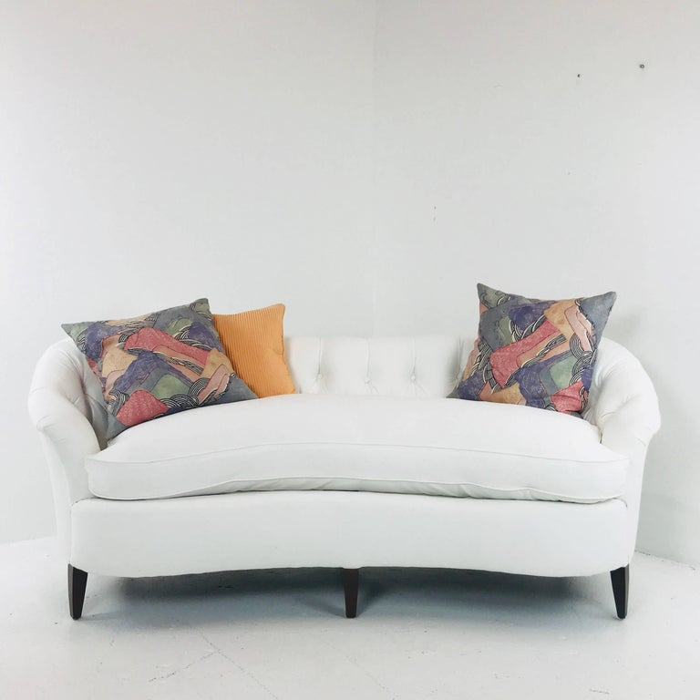 white tufted curved regency petite sofa for sale at 1stdibs. Black Bedroom Furniture Sets. Home Design Ideas
