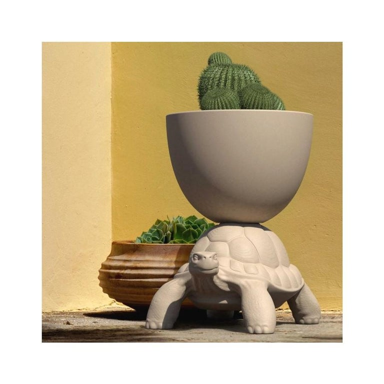 In Stock in Los Angeles, White Turtle Carry Planter / Champagne Cooler In New Condition For Sale In Beverly Hills, CA