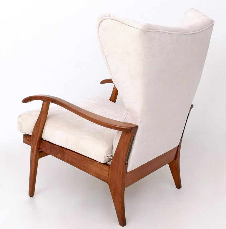 Mid-20th Century White Velvet Reclining Lounge Chair with a Cherry Frame, Italy, 1950s For Sale
