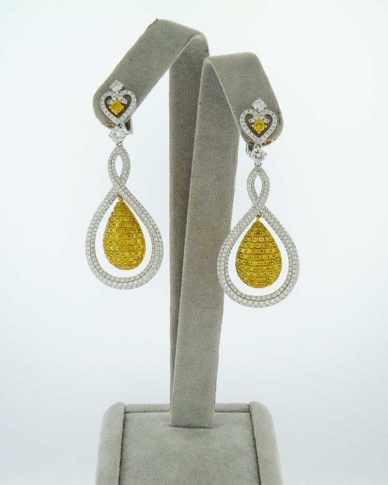 White and Yellow Diamond Tear Drop Gold Earrings In New Condition For Sale In New York, NY