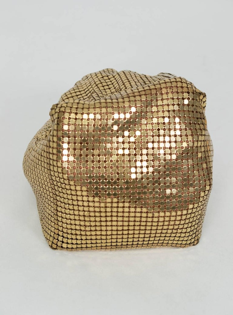 Whiting & Davis Gold Mesh Beggar's Purse, 1930s In Good Condition For Sale In Phoenix, AZ
