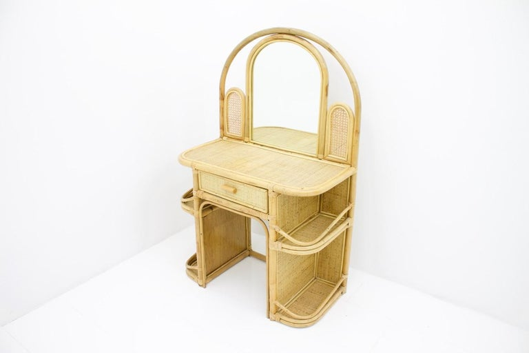 Nice small desk, ladies desk or vanity with a mirror and a small drawer in wicker and bamboo. This vanity comes from the 1960s and is in a good original condition.