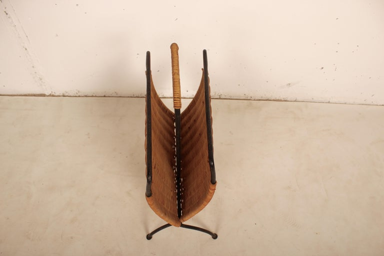 French Wicker and Black Metal Magazine Holder by Raoul Guys, France, 1950 For Sale
