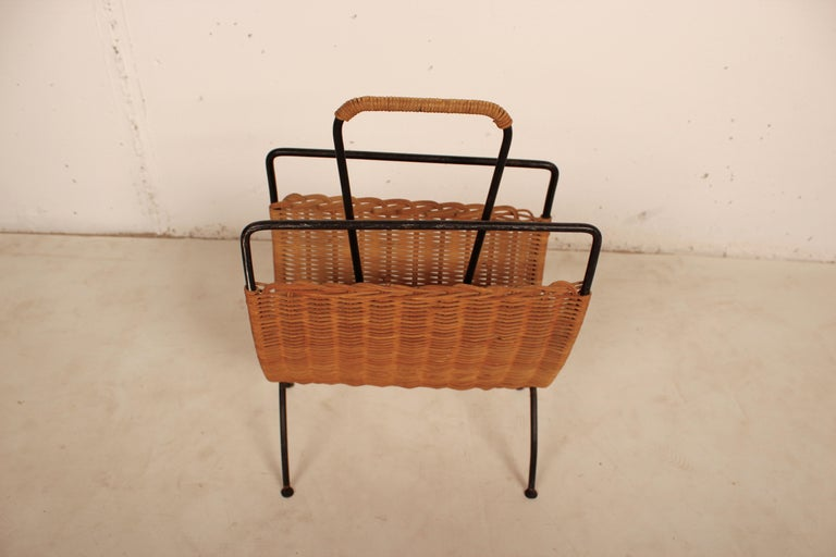 Wicker and Black Metal Magazine Holder by Raoul Guys, France, 1950 In Good Condition For Sale In Santa Gertrudis, Baleares