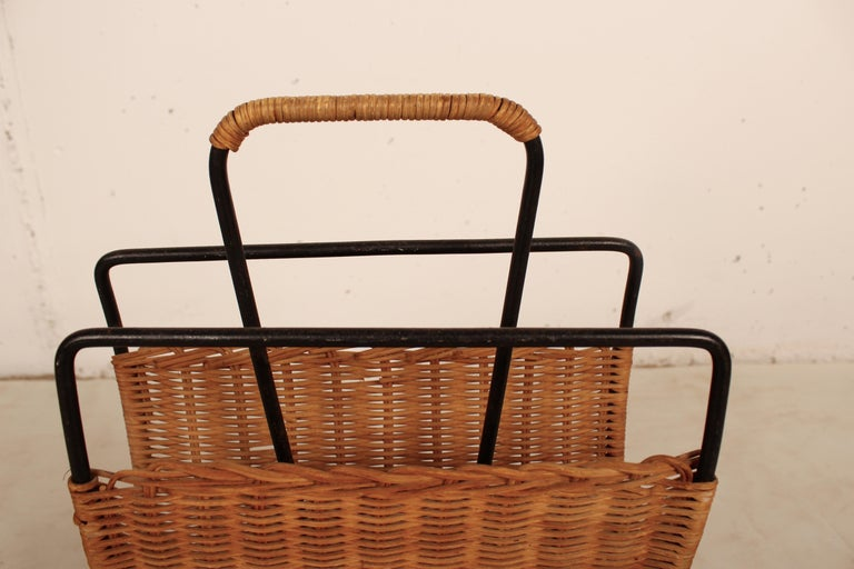 Mid-20th Century Wicker and Black Metal Magazine Holder by Raoul Guys, France, 1950 For Sale