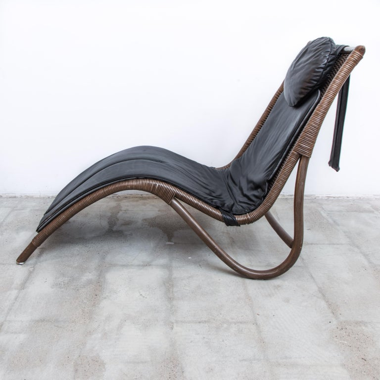 Dutch Wicker and Leather Chaise Longue, 1980s For Sale