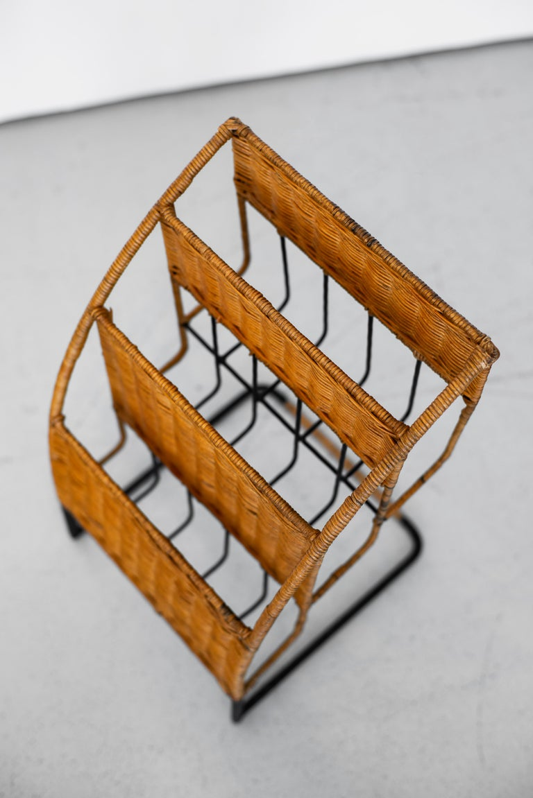 Wicker Magazine Rack Attributed to Jacques Adnet In Good Condition For Sale In Los Angeles, CA