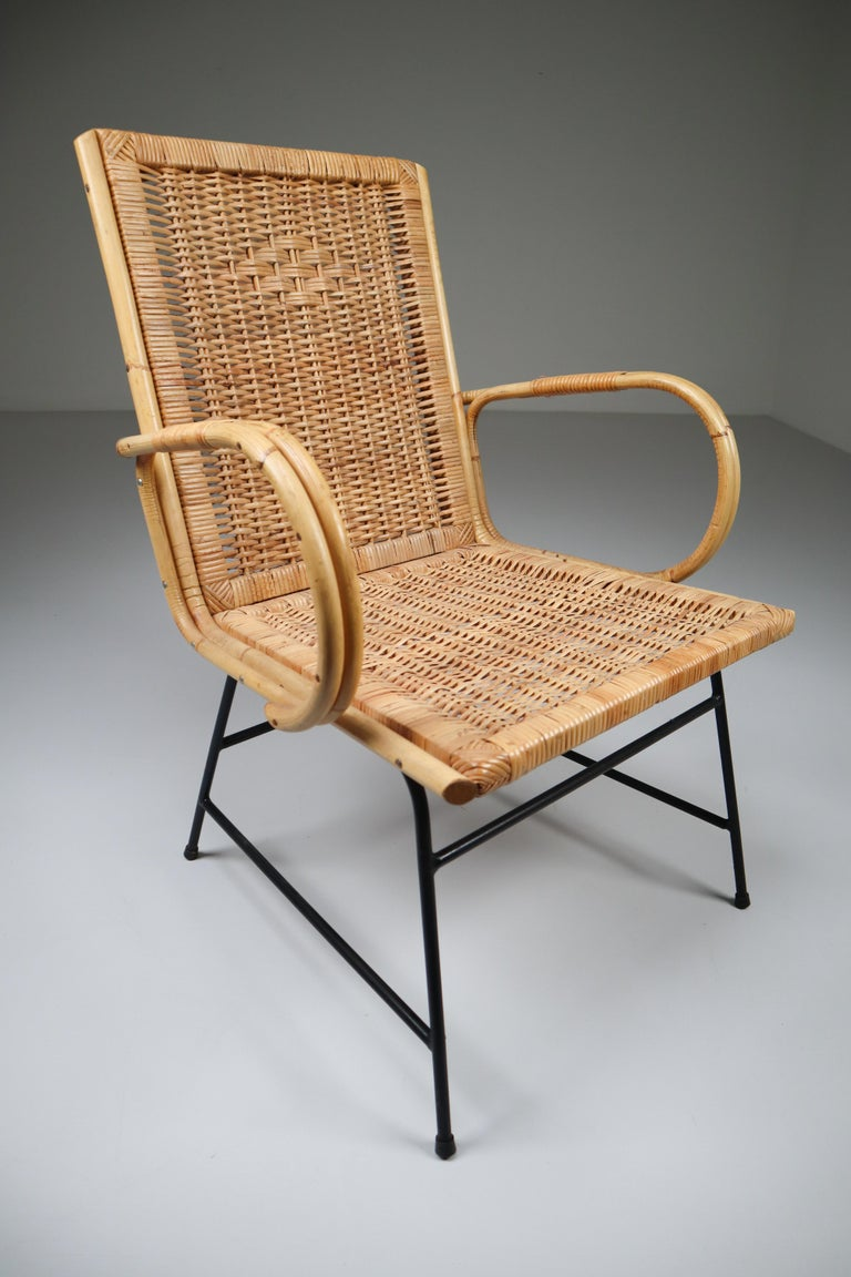 Wicker Midcentury Armchair Designed and Produced in France, 1960s In Good Condition For Sale In Almelo, NL